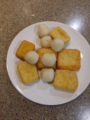 Fish Balls and Tofu Puffs (White Curry Noodles)